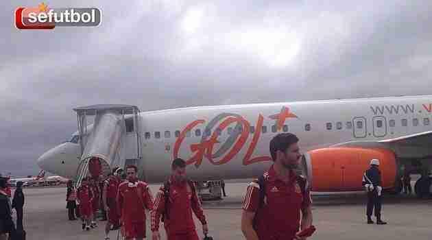 Los jugadores de la Selección tras aterrizar en Curitiba