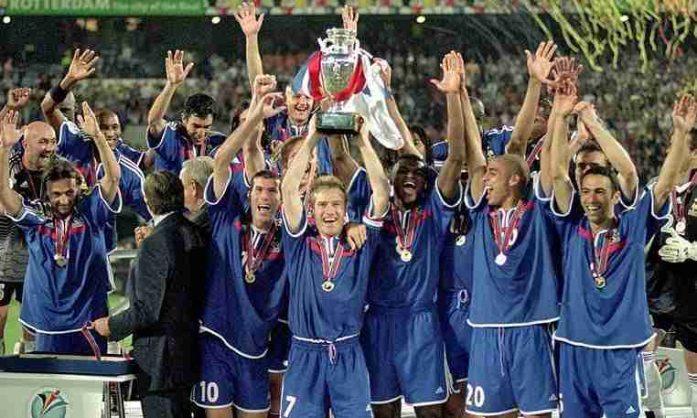 Deschamps levanta Eurocopa 2000