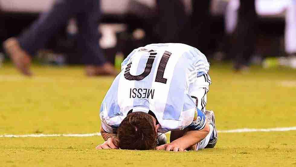 Messi, desolado tras fallar su penalti