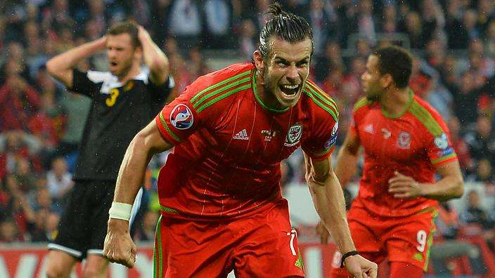 Bale celebra gol Gales
