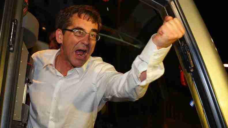 Fernando Vázquez celebración autobús