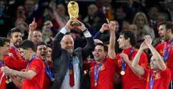 Vicente del Bosque levanta Copa del Mundo