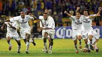 Jugadores de Once Caldas celebran título Copa Libertadores 2004