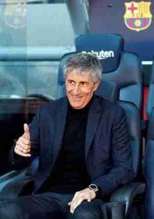 Quique Setién en el banquillo del Camp Nou