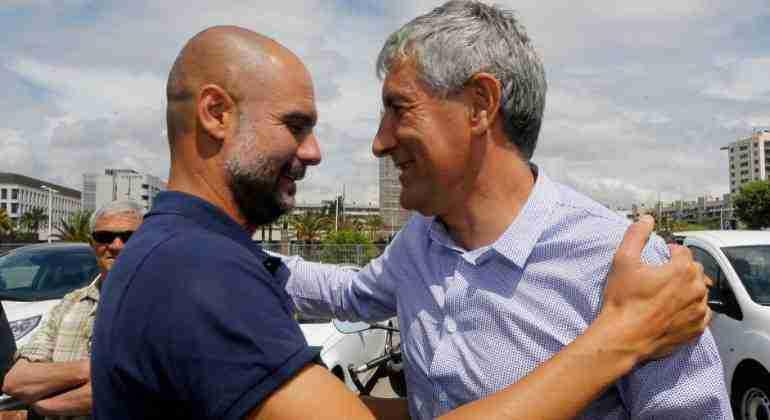 Quique Setién y Pep Guardiola se saludan