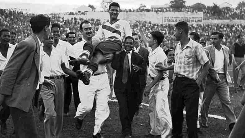 Joe Gaetjens llevado a hombros EEUU Inglaterra Mundial 1950