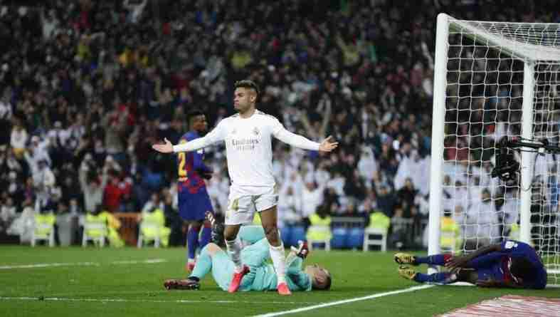 Mariano celebra su tanto ante el FC Barcelona