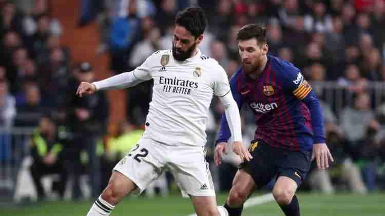Isco presionado por Messi