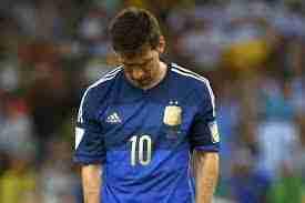 Messi se lamenta tras perder el Mundial de Brasil 2014.