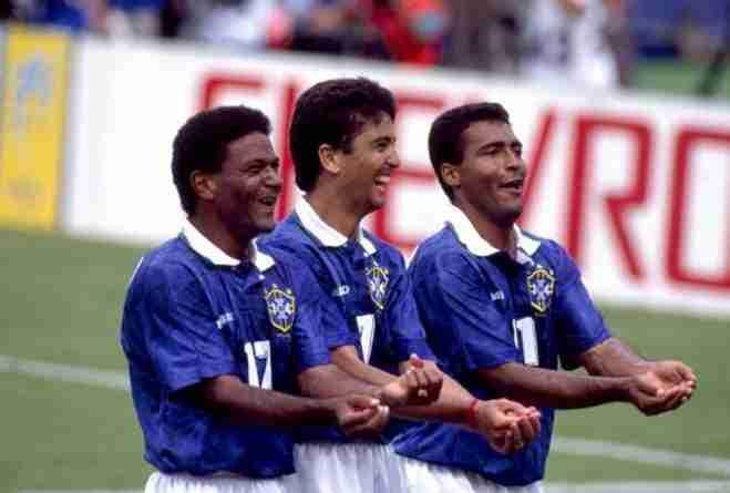 Mazinho, Bebeto y Romario celebrando gol Mundial 1994