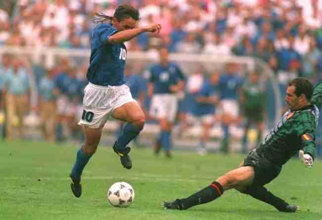 Roberto Baggio regatea a Zubizarreta Mundial Estados Unidos 1994