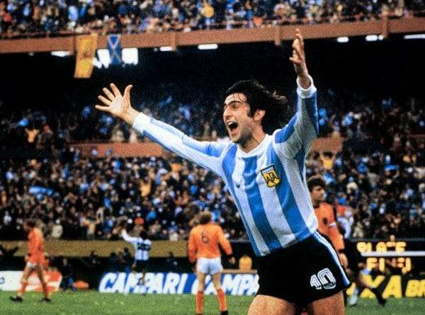 Mario Alberto Kempes celebrando uno de sus dos goles en la final del Mundial de 1978
