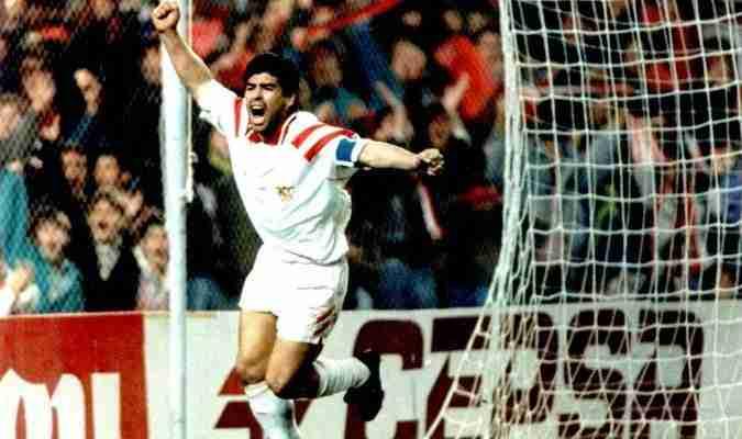 Maradona celebra gol con el Sevilla FC
