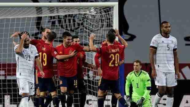 La Selección Española celebra los goles ante Alemania