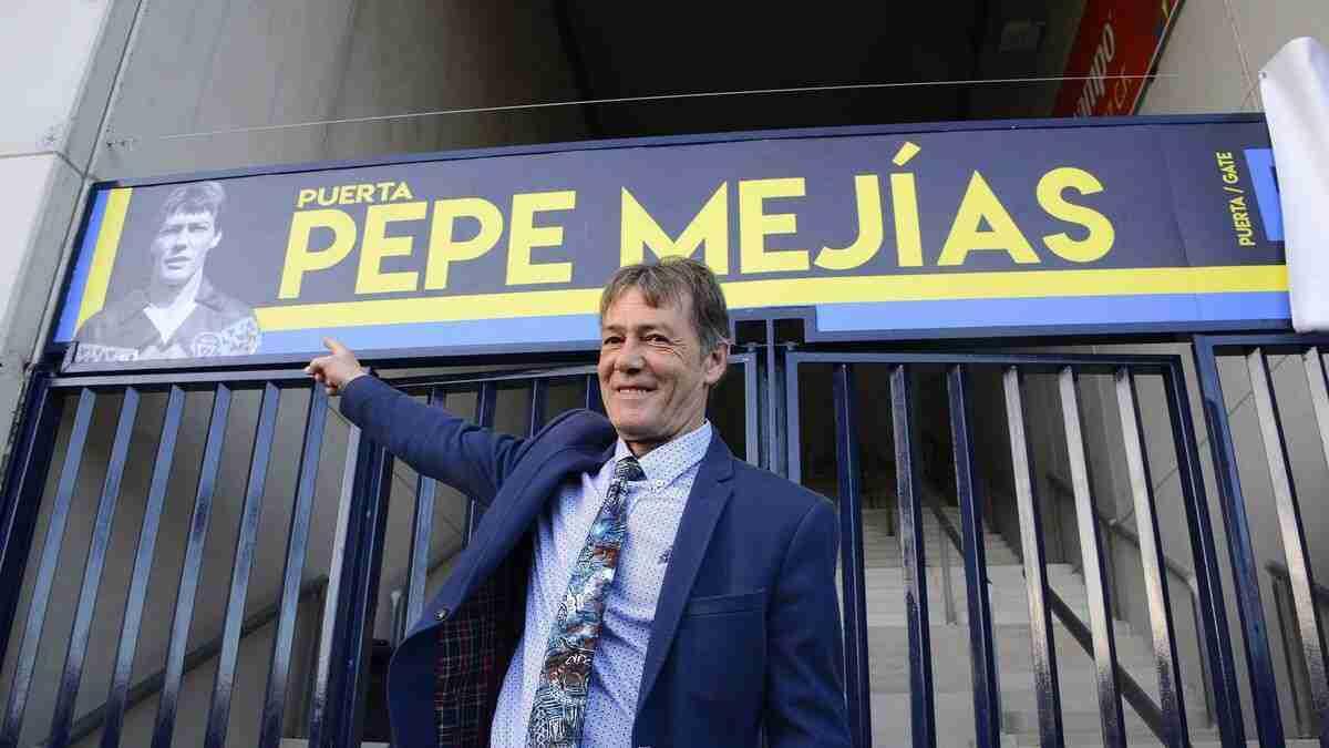 Pepe Mejías puerta estadio del Cádiz