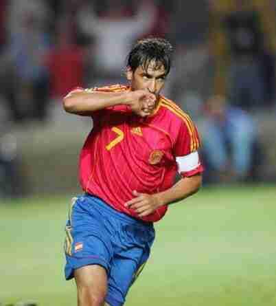 Raúl González Blanco celebra gol España