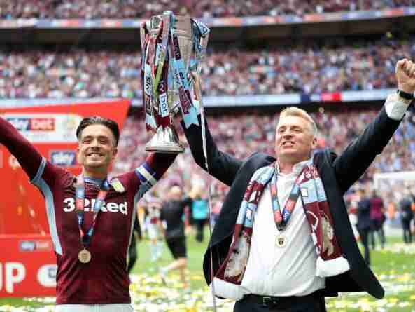 Dean Smith y Jack Grealish celebran ascenso del Aston Villa