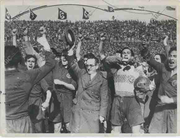Afición celebra victoria España contra Alemania Nazi en Colonia