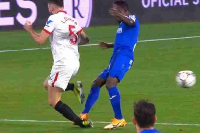 Ocampos cae lesionado tras una dura entrada de Djené En el Sevilla Getafe de Liga