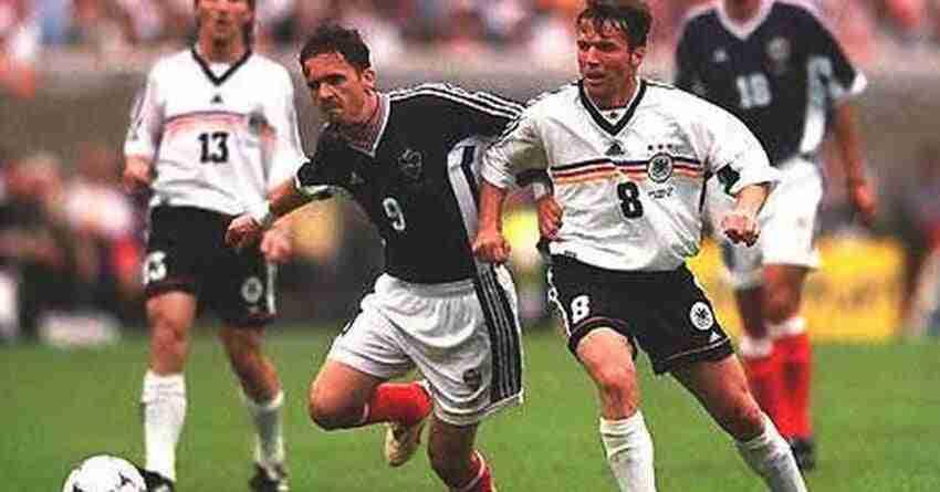 Yugoslavia no pudo brillar de igual manera que Croacia al ser eliminada por Holanda en octavos con un gol de Edgar Davids en el descuento