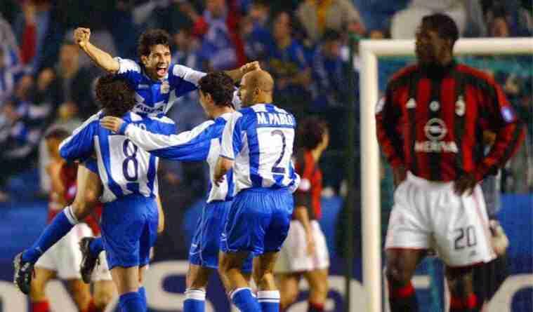 Valerón, Manuel Pablo y Víctor celebran gol Deportivo Milan ante Clarence Seedorf
