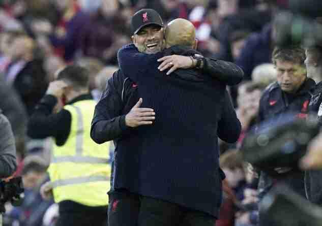 Klopp y Guardiola se saludan